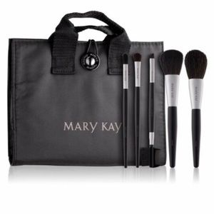 Mary Kay Makeup brush set- NEW